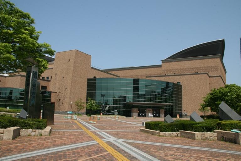 総合図書館全景